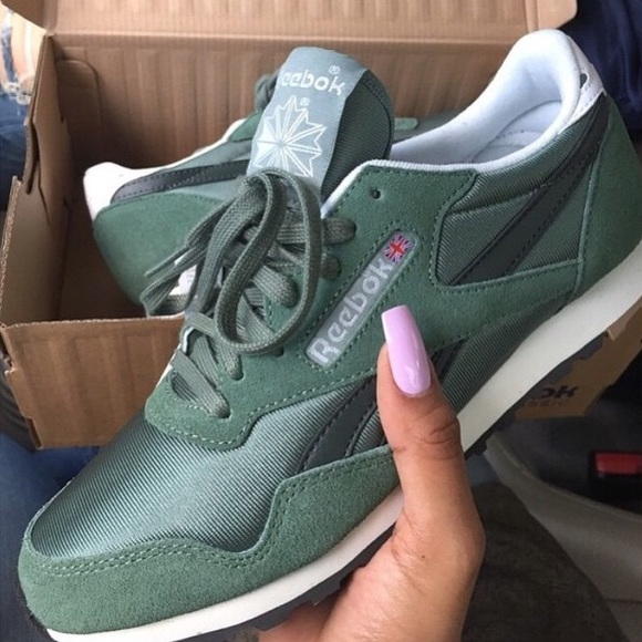 NO REFUNDS. green reebok shoes 2950bb3033