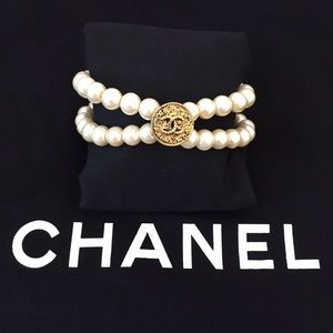 Custom made vintage CHANEL button pearl bracelet
