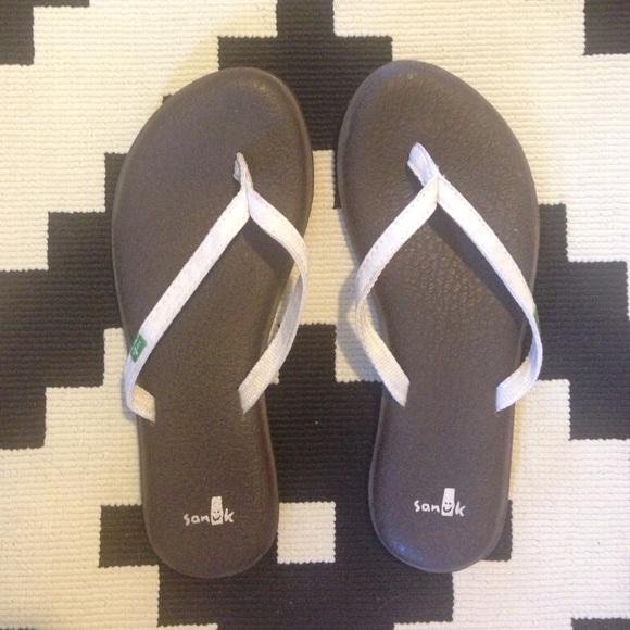 50 Off Sanuk Shoes Sanuk Flip Flops From Jen S Closet