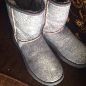 UGGS SZ 9 Genuine Sheep Skin Jean Color NAME EVA