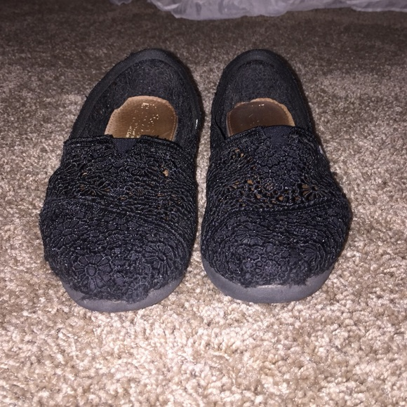 how to clean toms lace shoes