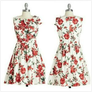 MODCLOTH $59.99 RETRO PENNSYLVANIA FLORAL DRESS M