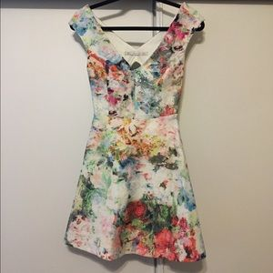 Beautiful floral NEW Zara dress size S