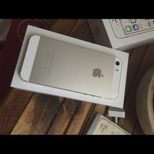 Accessories - I phone 5s almost new