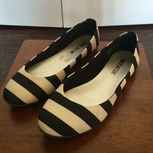 Shoes - Black and White Striped Satin Flats Y6