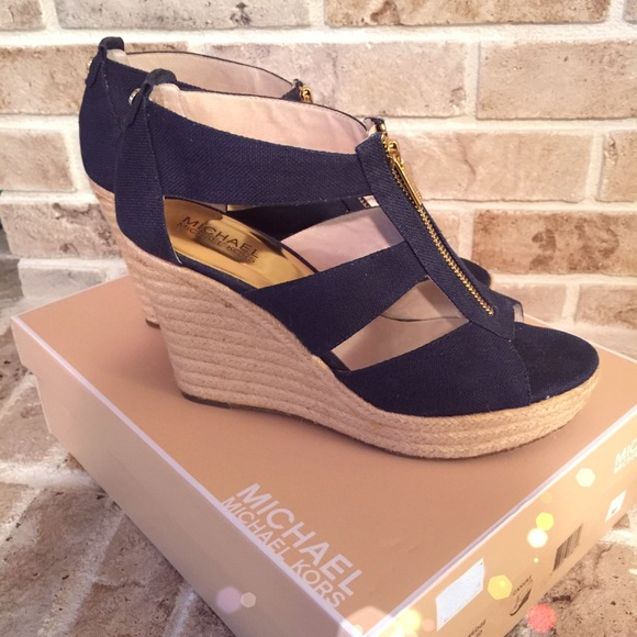 d0f42770ba1 MICHAEL Michael Kors Damita Wedge zipper sandals. M 556bcb9013302a3891011789