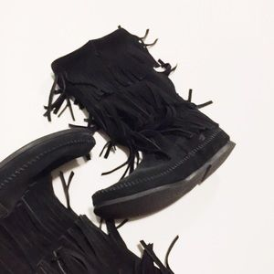 Minnetonka Shoes - Fringe Minnetonka Boots