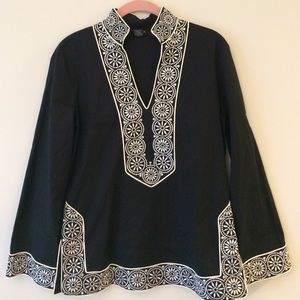Tunic in black with white trim