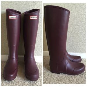 Burgundy hunter rain boots