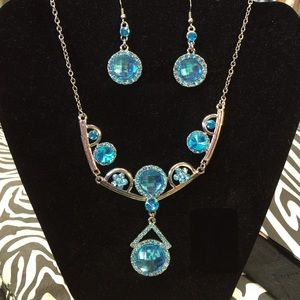 Jewelry - Gorgeous Aqua Crystal Bib Necklace Set W/ Earrings