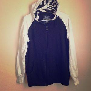 Sweaters - Black white sweatshirt