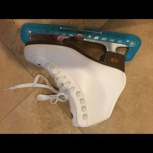 Other - Ice skates with protectors
