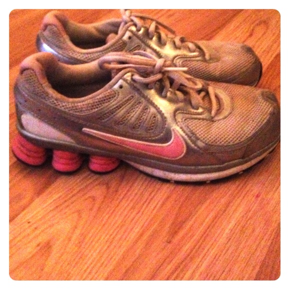 78 nike shoes pink and grey nike tennis shoes from