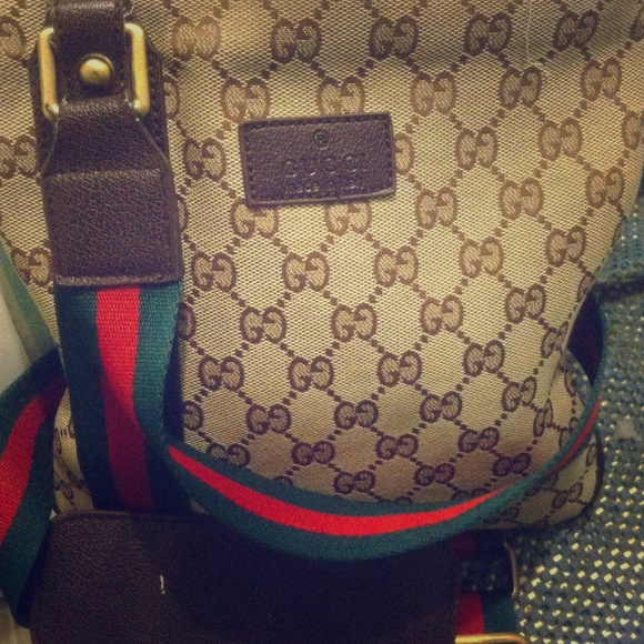 gucci used. Authentic Gently Used Gucci Cross Body. O