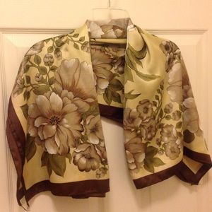 Accessories - 🎉🎉Host pick-11/22🎉🎉 Floral scarf