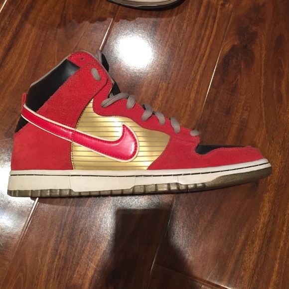 32854e74fe7d ... Nike SB Dunk High QS Bloody Gums ...