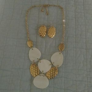 Jewelry - Shell and hammered gold necklace and earring set