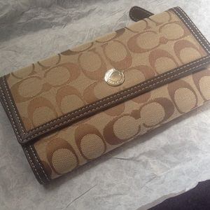 Nwt large coach wallet