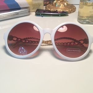 REDUCED PRICEWHITE AND GOLD SUNGLASSES
