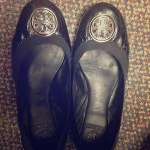 Tory Burch Caroline Flats. Patent leather