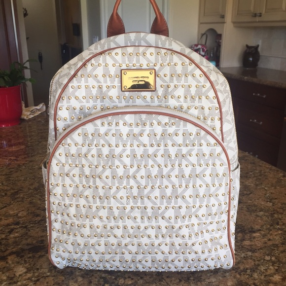 💎SALE💎Michael Kors Jet Set Large Stud Backpack. M 556e2b84729a6654ed0187e3 3e0ae44ee20cf