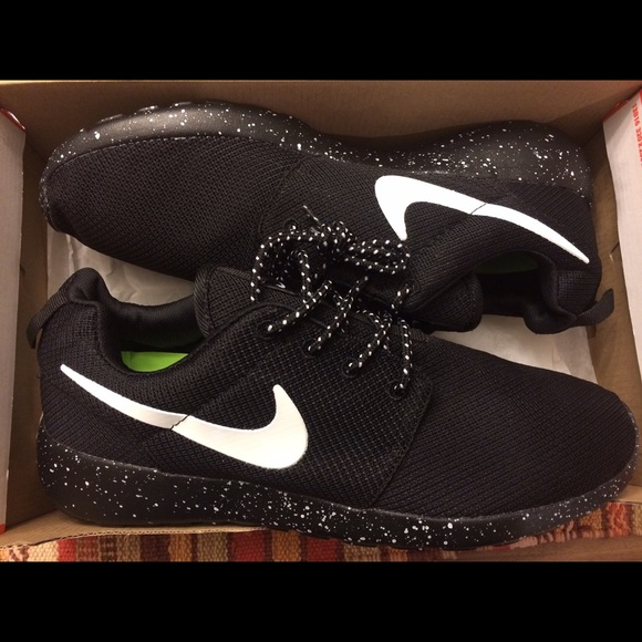 aee4b02fc8 Nike Roshe run black Galaxy men s size 10