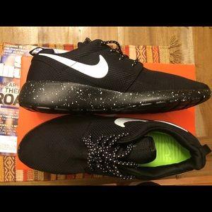 Tout Noir Nike Taille De 10 Roshe JZKYOP1
