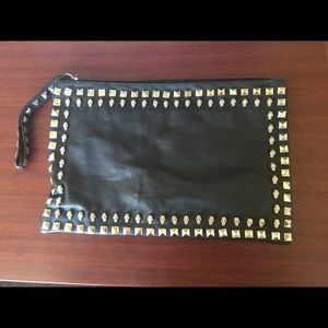 Black clutch with silver skull boarder