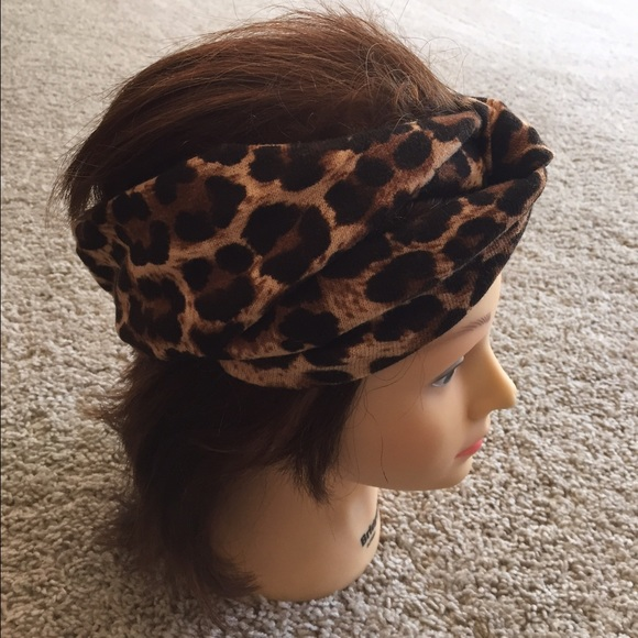 Forever 21 Accessories - Thick knot headband 39867b6585c