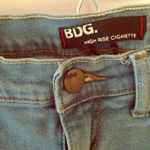 UO BDG HIGH WAISTED DENIM LIGHT WASH JEANS