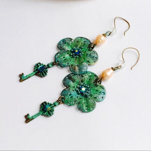 Jewelry - Beautiful key earrings Wonderland