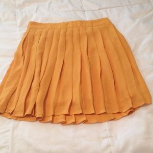 Forever 21 Size S Mustard Yellow Pleated Skirt