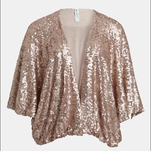 Mural By Nordstrom Jackets & Blazers - 🎉❤️HP🎉❤️ MURAL by Nordstrom Gold Sequin Shrug