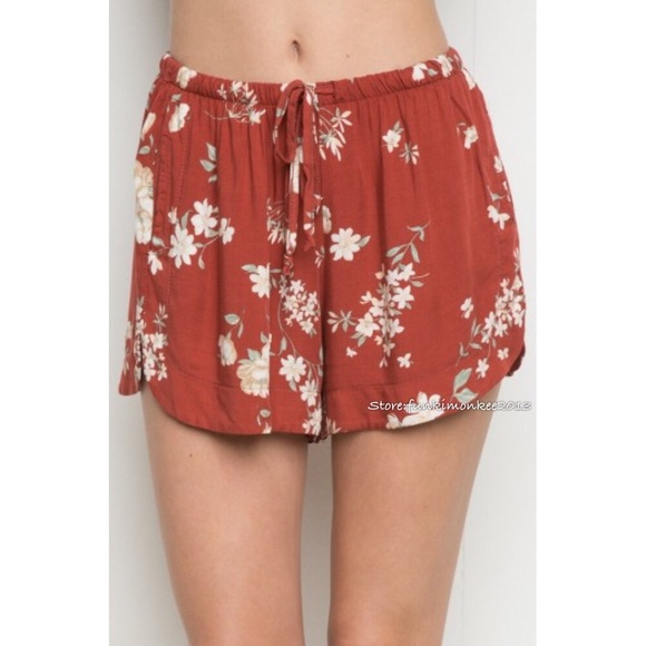 Brandy Melville - Brandy Melville floral eve shorts from Daphne's ...