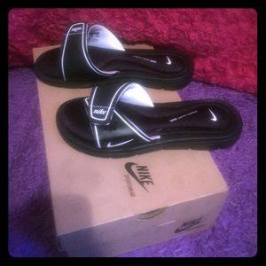 Women's Nike sandals !