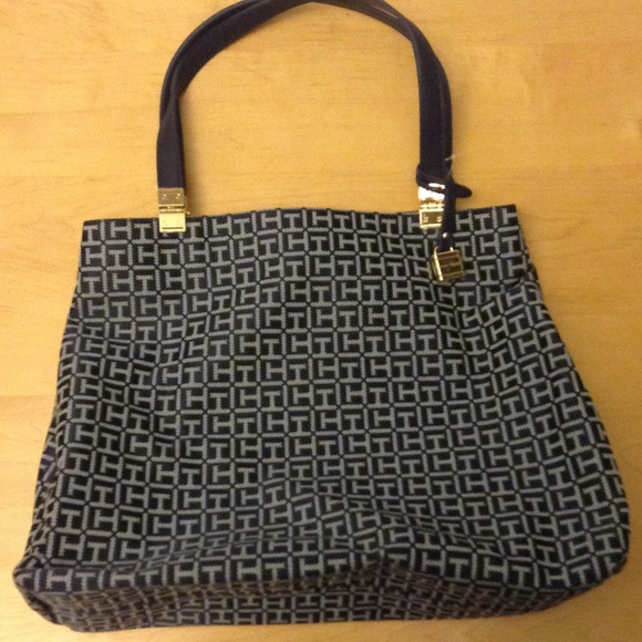 Authentic Tommy Hilfiger Handbag. M 5585c79fc5e8900fd1004d5b 1cdc2c263f7e4