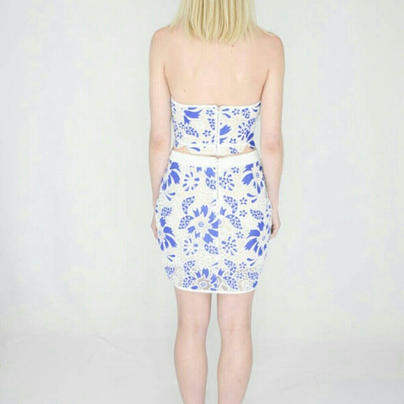 zara sold endless blue floral lace skirt from