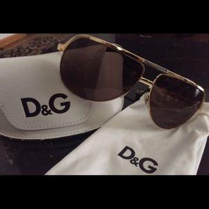 D&G Unisex Aviator Sunglasses..