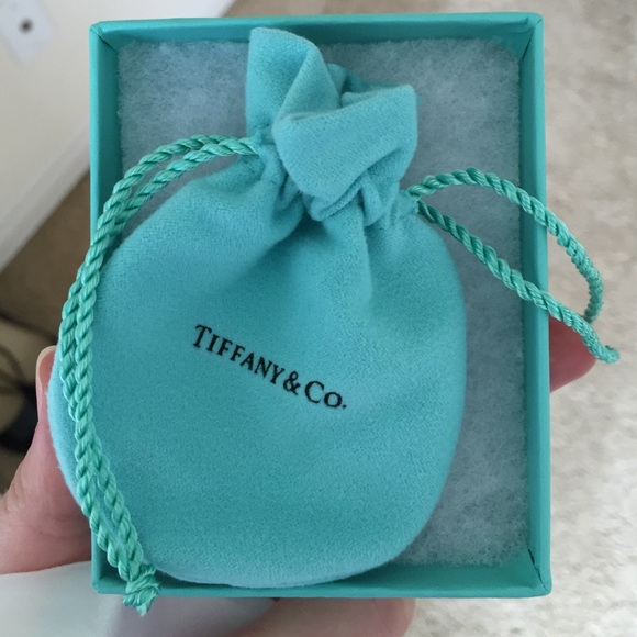 tiffany co authentic tiffany box with bow and jewelry