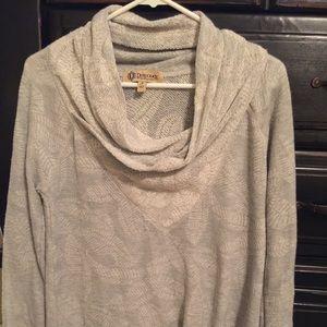 Decree top sweater shirt small