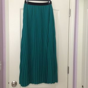 Kaii Dresses & Skirts - NWOT pleated maxi skirt - S or M