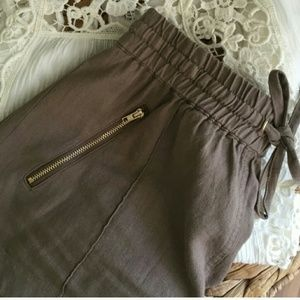 Pants - Brown shorts - L