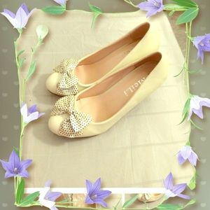 Brand New cream color heel in size 35