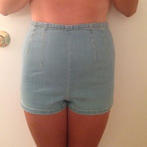 High-waisted light wash denim shorts