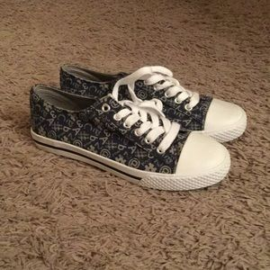 """Hashtag """"converse"""" style shoes"""