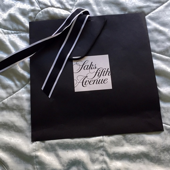d44f22a81825 Saks Fifth Avenue shopping bag large. M_55749dbcea99a664e10066e6