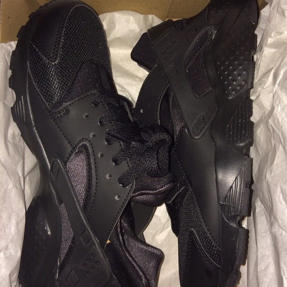 38% off Nike Shoes - Size 7 all black huaraches BRAND NEW from ...