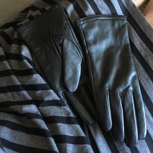 Merona Accessories - Merona faux leather gloves