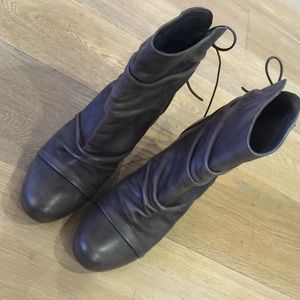 Authentic Chinese laundry gray boots