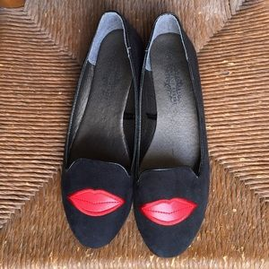 Shoes - Lip Flats!